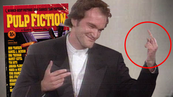 Skandale på scenen da Pulp Fiction vandt fornem pris: Se Tarantino give fingeren til råbende kvinde