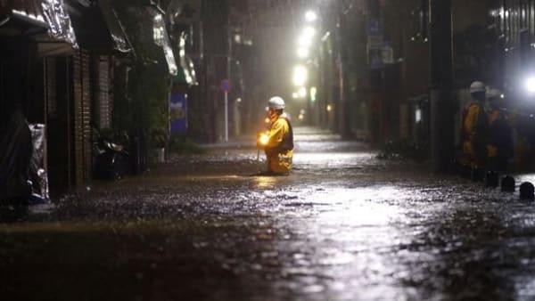 Kraftfuld tyfon har kostet knap 70 menneskeliv i Japan