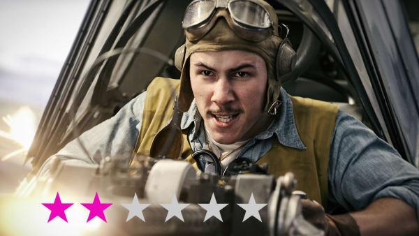 Kvinderne strutter og smører sandwich, mens mændene er helte: Ny krigsfilm sætter udviklingen tilbage